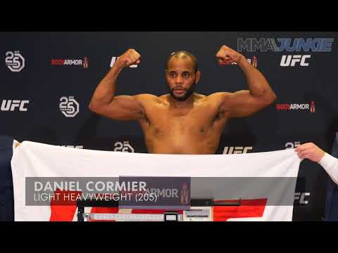 UFC 220: Daniel Cormier vs  Volkan Oezdemir official weigh in highlight