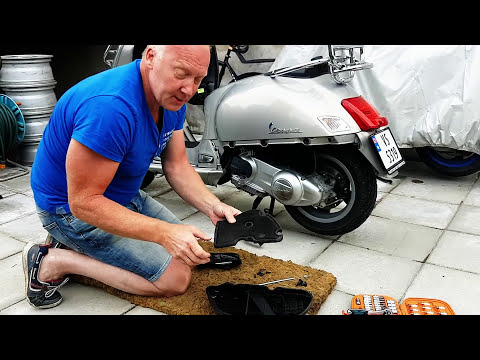 How to remove/change the air filter on Vespa GTS 300