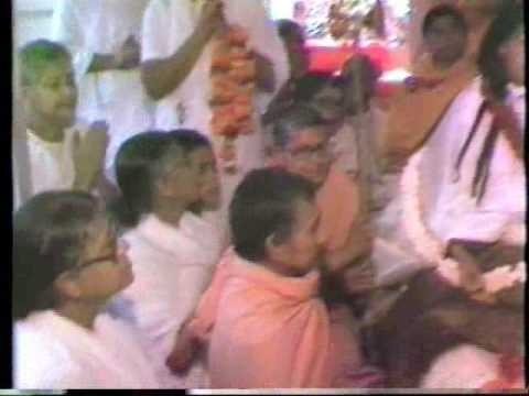 Sri Ma Anandamayi is worshipped as Lord Siva by devotees