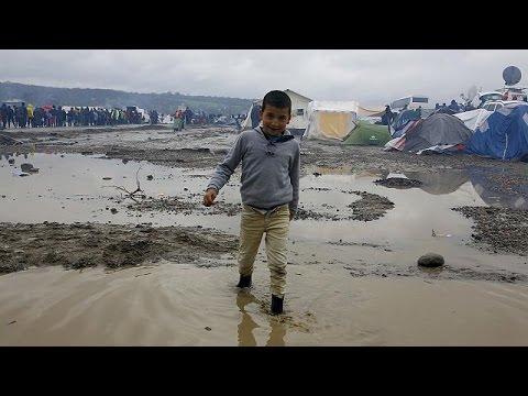 Επίσκεψη Αβραμόπουλου στην Ειδομένη – Τσίπρας: Οριστικά κλειστή η βαλκανική διαδρομή