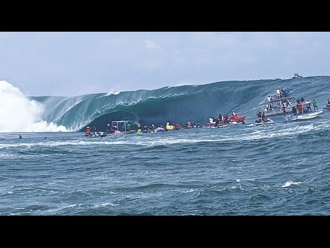 code red [ Tahiti biggest swell ]