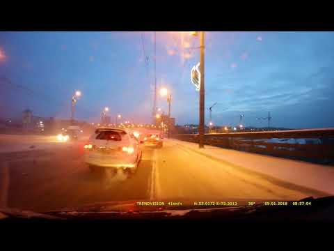 Массовое ДТП на мосту в Омске