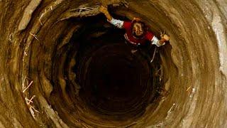 【穷电影】地面出现巨大坑洞,专家深入地下查看,却被眼前一幕给吓到