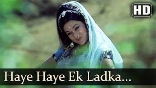 Kachche Dhaage - Haye Haye Ek Ladka Mujhko Khat Likhta Hai - Lata Mangeshkar