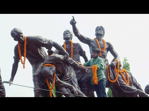 Download Kanhiya Kumar pays floral tributes to poet 'Dinkar', ABVP cleanse statue with Gangajal HD Video