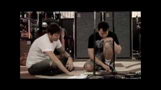 Gambar cover Tom Delonge playing Blink-182 and Boxcar Racer Songs Acoustic (Rare)