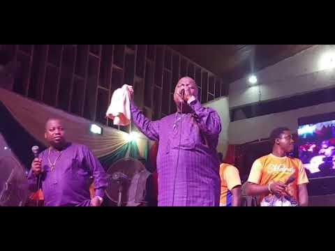 Adegbodu Twins Rocks with their live presentation @Yinka Ayefele's Concert.