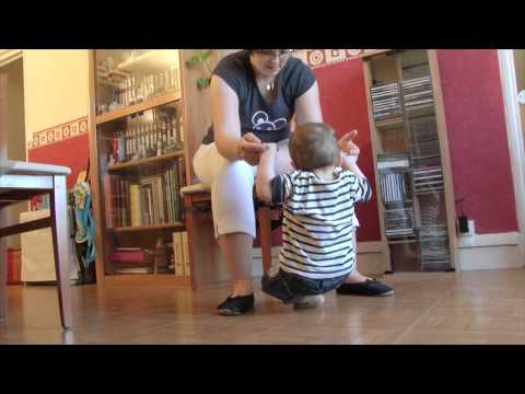 Les prémices de la marche -- Episode 16 -- Pampers Baby Boom
