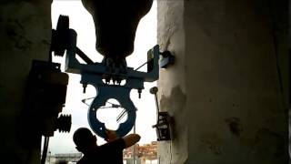 preview picture of video 'Volteo manual campanas Mislata San Miguel 2014'