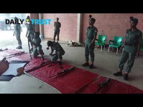 Nigerian Army: Female soldiers weapons handling