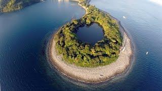 view海に囲まれた神秘の淡水静岡県沼津市の神池