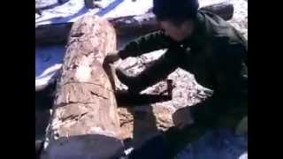 Два солдата заменяют бензопилу - Видео онлайн