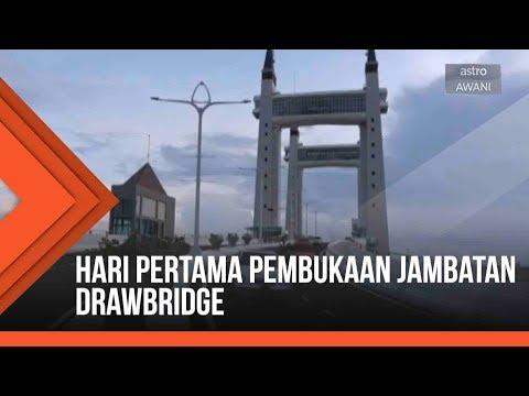 Hari pertama pembukaan jambatan ikonik Drawbridge