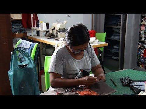"""""""Costurando o Amanhã"""" transforma peças de roupa em artesanato"""