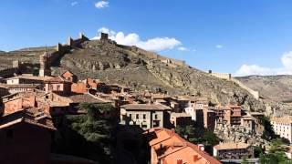 preview picture of video 'Albarracín 2014 un hermoso pueblo engarzado en la montaña.'