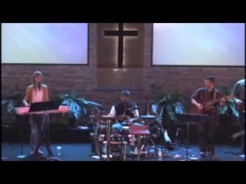 [כי לעולם מעברים] מתופף התחרפן.. בזמן הופעה בכנסיה