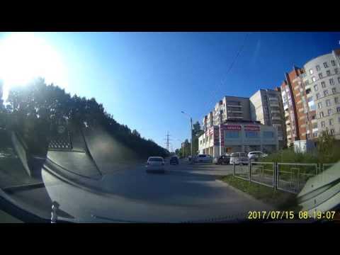 Неадекватный на дороге подрезал