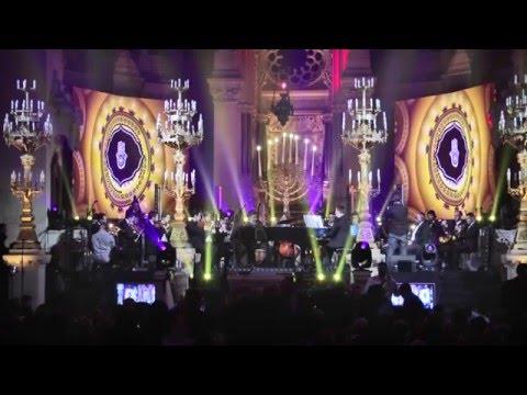 מדליקים את האור בפריז - מופע שירים מרגש לצפייה ישירה