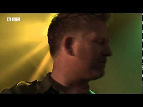 New Order - Restless (6 Music Live at Maida Vale October 2015)