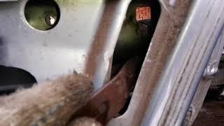 приора задняя дверь не открываетя снаружи