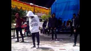 preview picture of video 'Shuffle Dance SMANSA Masamba Alumni 2013'