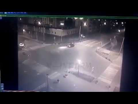 Хотел проскочить на красный и убил  пассажирку