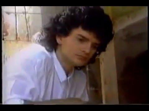 Ricardo Arjona   Porque Es Tan Cruel El Amor Video Clip Oficial