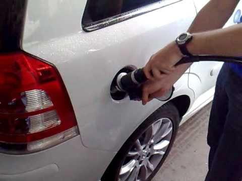 Ich werde das Benzin im Großen in pskowe kaufen