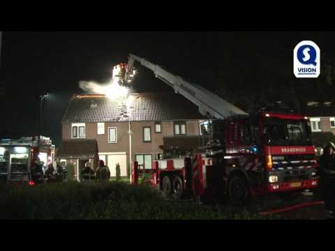 Brand in drie huizen door dubbele blikseminslag Deurne