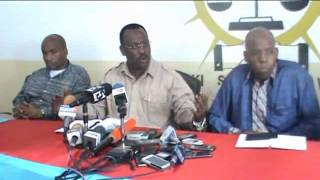 Mh Freeman Mbowe akijibu maswali kutoka kwa waandishi kwenye kikao cha UKAWA 30/4/2015