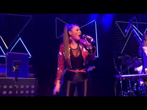 Trijntje Oosterhuis distantieert zich van singer-songwriterwedstrijd in Dronten