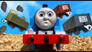 きかんしゃトーマスプラレール ケイトリンや流線型トーマスがいたずら貨車を運ぶよ☆トミカ じこはおこるさ  Thomas&friend Milky Kids Toy
