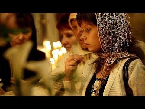 Когда креститься и кланяться на Литургии. Устав о поклонах