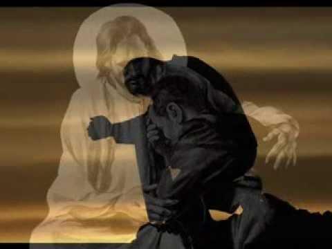 Красная нить на запястье молитва фото