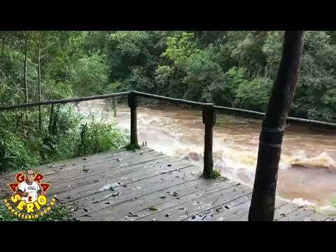 Rio Juquiá transborda e invade a Pauleira