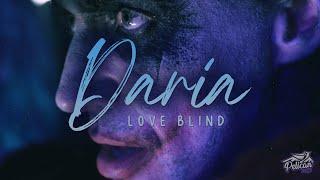 Kadr z teledysku Love Blind tekst piosenki Daria