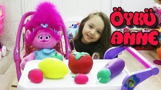 Download Video Öykü Anne Kızı Trolls İçin Yemek Hazırlıyor - Çocuk Dizisi MP3 3GP MP4