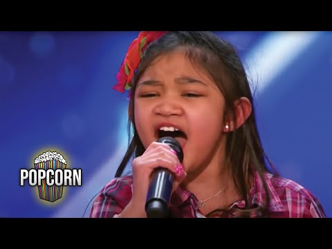 America's Got Talent 2017 Angelica Hale 9 Year Old Stuns Simon & The Crowd Full Audition S12E02 (видео)