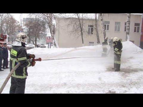 Пожарные проводили коллегу на пенсию.