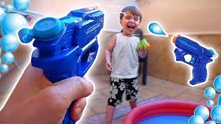 GUERRA DE NERF DE AGUA!! Loja de Brinquedos Toys R Us e Skate de Dedo Tech Deck Fingerboards