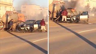 Caminhoneiro que transportava dejetos apaga fogo de carro de luxo na Rússia