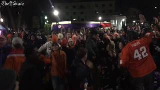 Clemson student to react to touchdown that takes the lead over Alabama national championship   Kholo.pk