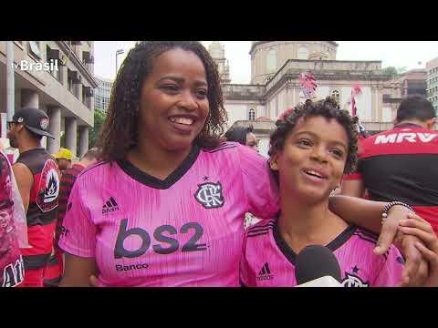 """""""Flamengo festeja o título da Libertadores com a torcida"""" Barra: Nação 12 • Club: Flamengo"""