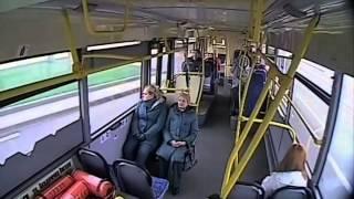 Смотреть онлайн Водитель автобуса заснул и попал в ДТП