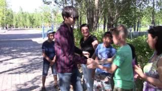Как Димаш Кудайберген приветствовал детей на встрече