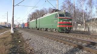 Электровоз ВЛ10У-920 (ТЧЭ-23) с контейнерным поездом.