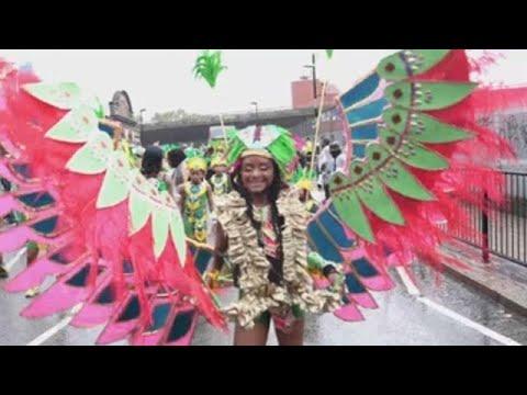 Londres celebra el día que el carnaval de Notting Hill dedica a las familias