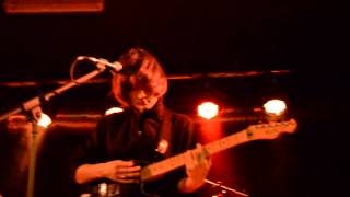 Cate Le Bon - I Can't Help You / Falcon Eyed (live in Berlin)
