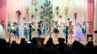 Красивый новогодний танец с участием Даришки.