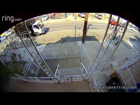 Newark police search for suspect who violently snatched gold chain